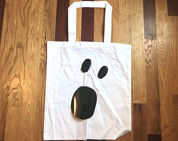 position EasyWeed circles on tote bag