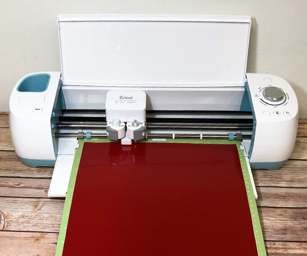 Cricut Explore Air cutting Siser EasyPSV Permanent Holly Berry